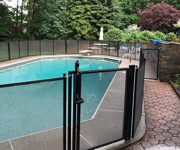removable mesh pool fencing in black color