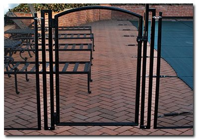 self-latching, self-closing pool gate
